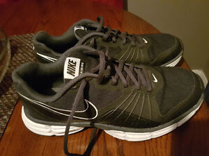 Youth/Men's Nike Trainers size 8
