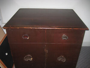 Antique Mahogany Cabinet/Meuble en Acajou Antique.