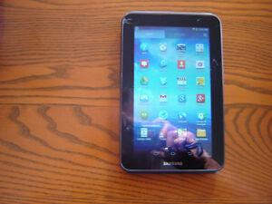 Tablette Samsung  GT-P3113, 8GB, Wi-FI. camera avant/arriere