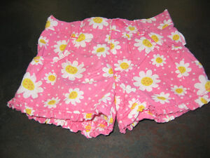 Girl's 3/6 months shorts