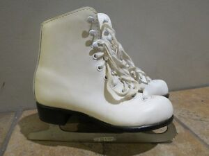 CCM Girl's figure skates, Size Youth 1