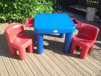 Table and 2 chairs / Table et 2 chaises