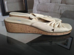 Open Toe Wedge Sandals * Size 9 * Edmonton Edmonton Area image 2