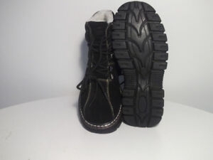NEW WiNTER BOOTS WATER RESiSTANT FULL-FUR iNSULATiON Size 6
