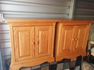Beautiful Pair Of Matching Solid Oak Bedroom Side Night Tables