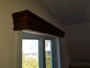 corniche en bois de fenêtre pour rideaux