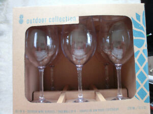 Outdoor Collection of 6 PLastic Wine Glasses Asking $15.00