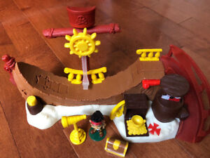 1 SKATE PARK PLAYSET, JAKE AND THE NEVERLAND PIRATES