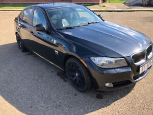 2011 BMW 328 XI | AWD | NAVIGATION | SUNROOF| 2 SETS OF TIRES |