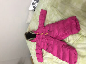 GAP snowsuit 6-12 mos