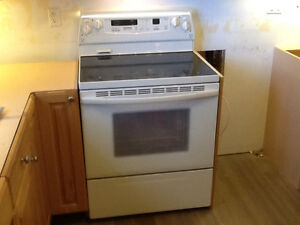 White Refrigerator, Stove, Microwave - All in Great Condition!! Kawartha Lakes Peterborough Area image 2