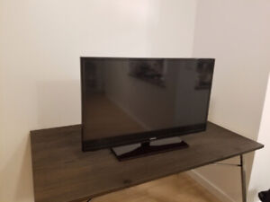 """Samsung 42"""" WITH WALL MOUNT perfect condition"""