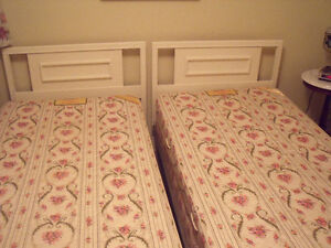 2 Twin Beds with Mattresses & Box Springs