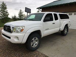 2007 Toyota Tacoma Pickup Truck with Snugtop Topper