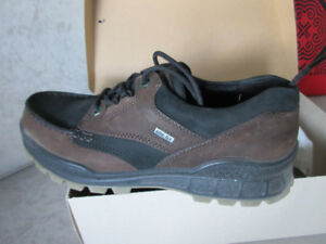Brand New Men's ECCO Track II GTX Low - EU 42 Coffee/Black
