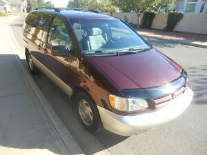 1998 Toyota Sienna LE Minivan Loaded and Beautiful