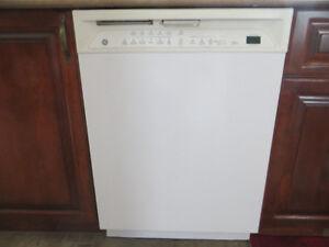 GE Dishwasher Lave Vaisselle GSD6610KWW Blanc White