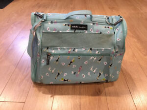 Soft shell pet carrier for small pets