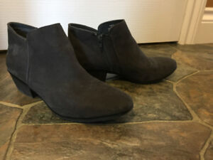 Like-New Suede Grey Boots
