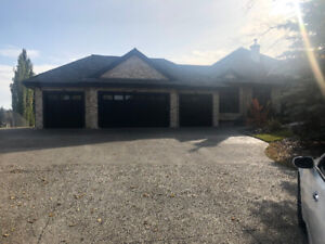 Beautiful Executive Luxury Lower Level Walkout Home For Rent