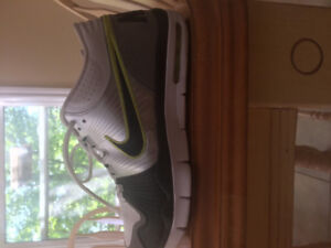 Men's size 9 Nike sneakers