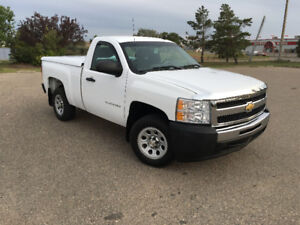2011 Chevrolet 1500 Pickup Truck short box low Kms