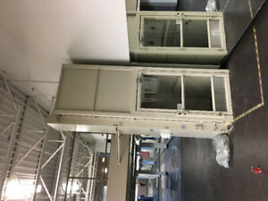 Savaria® V-1504 Vertical Platform Lift