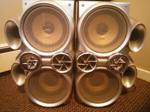 JVC SPEAKERS & RECORD PLAYER