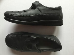 WOMEN'S SIZE 8W SHOES