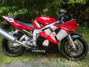 2002 Yamaha YZF-R6 - Very Low Mileage - Excellent Condition