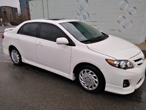 2012 Toyota Corolla sport 105,000 km tints and sunroof