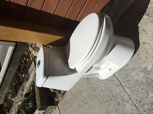 Eco-flow toilet, one-piece, hardly used