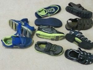 Lot of shoes with Skechers - size 2-3