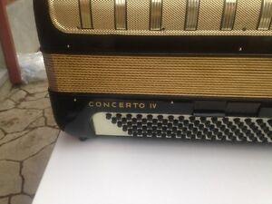 2 accordeon piano marque hohneer et autre etat neuf Québec City Québec image 5