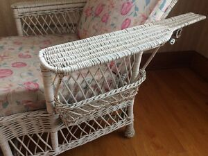 Antique Wicker Chaise lounge with cushion. London Ontario image 2