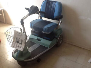 Scooter 3 Wheel - Built in charger - Works Perfect
