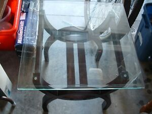 End table with plate glass top Belleville Belleville Area image 2