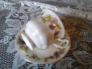 FINE BONE CHINA TEACUP, QUEEN ANNE, ENGLAND