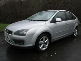 07/57 FORD FOCUS 1.8 ZETEC CLIMATE 5DR HATCH IN MET SILVER WITH SERVICE HISTORY