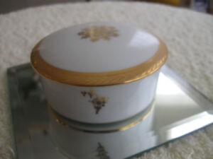 EXQUISITE VINTAGE FRENCH LIMOGES COVERED TRINKET BOX