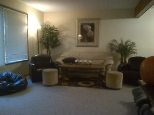 1 B.Room Style Avail: April 1: Walk to UofA/ Whyte Ave: Garneau!