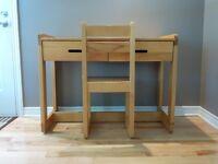Chambre d'enfant -Table de travail et chaise
