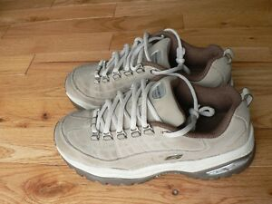 SNEAKERS, SKETCHERS SIZE 6
