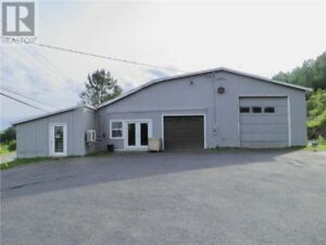 3 Bay doors, 4 offices, high traffic area, great location!!