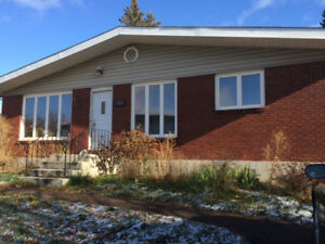 *BEAUTIFUL RENOVATED 3BRM MONCTON (HEAT & LIGHTS INCLUDED !!!)*
