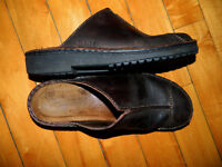Naot Womens Dark Brown Leather Clogs removeable insole Size 41