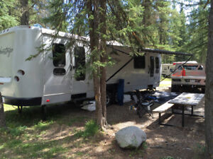 Excellent Cond 32' RV Trailer with Queen Size Bedroom!