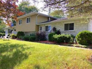 BEAUTIFULLY MAINTAINED 1635 SQ.FT. COUNTRY HOME!