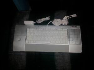 mac keyboard.with ipod dock