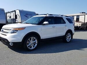 2015 Ford Explorer Limited SUV -- Pearl White -- Mint Condition